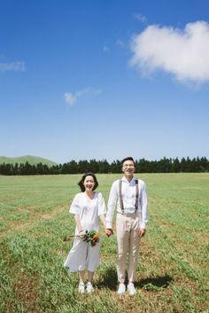Pre Wedding Shoot Ideas, Pre Wedding Poses, Pre Wedding Photoshoot, Korean Wedding Photography, Couple Photography Poses, Wedding Photography Inspiration, Prewedding Outdoor, Prewedding Photo, Korean Couple Photoshoot