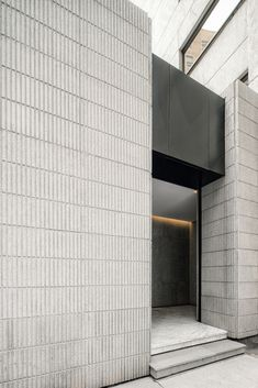 Arqhe Studio designs white marble mikveh for Mexico City's Orthodox Jewish community Oak Cladding, Exterior Wall Cladding, Brick Courtyard, Lattice Wall, Built In Sofa, Concrete Facade, Arched Doors, Mexican Designs, Flat Roof