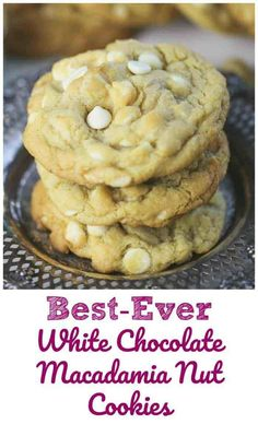 Best-Ever White Chocolate Macadamia Nut Cookies - These cookies are thick, soft, and buttery and chewy, exactly what you want right? It's heaven when you get that taste of sweet white chocolate and a bit of salty macadamia nuts. Easy Cookie Recipes, Baking Recipes, Dessert Recipes, Brownie Recipes, Muffin Recipes, Baking Ideas, Cheesecake Recipes, Easy Recipes, Dinner Recipes