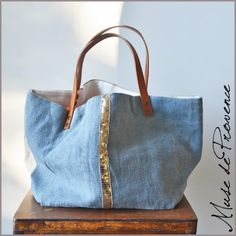 Your place to buy and sell all things handmade Urban Lifestyle, Coin Couture, Diy Bags Purses, Diy Handbag, Handmade Purses, Jute Bags, Linen Bag, Denim Bag, Fabric Bags