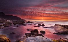 Stunning sunsets over Camps Bay sea! Cape Town Tourism, Lake Camping, Holiday List, Day Camp, Pink Sunset, Most Beautiful Cities, Camps, Holiday Destinations, I Fall In Love