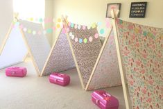 Love the look of DIY tents, but don't want to spend hours cutting and sewing? This easy and fast DIY tent tutorial has got you covered! Diy Kids Teepee, Diy Teepee Tent, Kids Tents, Slumber Party Crafts, Sleepover Birthday Parties, Birthday Ideas, Diy Party Tent, Teepee Party, Girls Tent