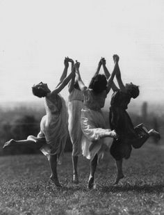 Best Modern Dancing Photography Freedom Ideas You are in the right place about Danc Dance Photography, Vintage Photography, Modern Photography, Wicca, Foto Fantasy, Louise Brooks, Witch Aesthetic, Just Dance, Pose Reference