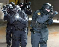 #Gardai #ERU| #Police #Armed #SWAT #RSU #Ireland #Gun Military Special Forces, Strong Arms, Police Uniforms, Emergency Response, Military Weapons, Swat, Armed Forces, Airsoft, Gun