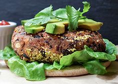 These easy, vegan black bean burgers are healthy and full of protein. Makes a great meal in a cinch! These easy, vegan black bean burgers are healthy and full of protein. Makes a great meal in a cinch! Vegetarian Recipes, Cooking Recipes, Healthy Recipes, Burger Recipes, Healthy Eats, Healthy Foods, Vegetarian Dinners, Free Recipes, Flammkuchen Vegan