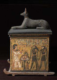 Coffre à canopes de Tchaouenhouy surmonté d'une statue du dieu Anubis – Troisième Période Intermédiaire, 21e dynastie (vers 1069 – 945 av J.-C.)