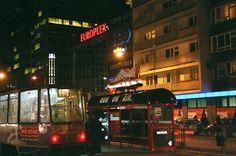 mactac films-adhesifs-communication-visuelle-JT-5929-LF-3399-NIKE-shoe-on-tram-shelter-G-008