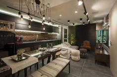 O loft feito pelos arquitetos Daniela Endres Copetti e Max Leonardo Manoel para a 16ª Sala de Arquitetos de Caxias do Sul, levou o produto Oxide Bk no chão.