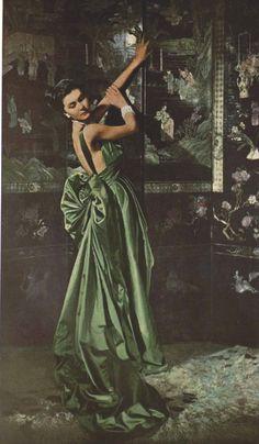 New Fashion Vintage Christian Dior 32 Ideas Vintage Fashion 1950s, Vintage Dior, Vintage Gowns, Vintage Couture, Mode Vintage, Vintage Vogue, Vintage Glamour, Vintage Beauty, Retro Fashion