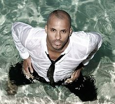 Ricky whittle. .. the grounder named Lincoln who has a thing for Octavia in the tv series the 100.. damnnnn!!