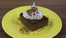Ett recept på en low carb brownie som är helt nötfri och otroligt lätt att baka. Passar perfekt för dig som äter LCHF/low carb och vill minska ner på socker