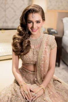 No More Weight Woes – 5 Tips for Lighter Indian Wedding Lehenga Pakistani Bridal Hairstyles, Lehenga Hairstyles, Indian Wedding Hairstyles, Pakistani Bridal Dresses, Hairstyles 2018, Party Hairstyles, Desi Wedding, Wedding Looks, Bridal Looks
