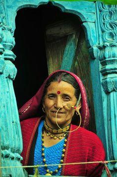 Pahadi Nath........@@@@...http://www.pinterest.com/tinselandlace/mang-tikkamathapattiborlanath-your-definite-guide-/