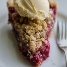 Mixed Berry Streusel Pie at laurenslatest.com