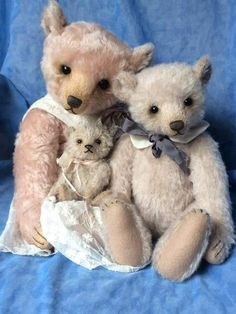 Josette, Hugo & Teddy Wonderf Bear Family By Humble Crumble Bears - Bear Pile