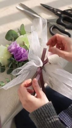 How To Wrap Flowers, Diy Flowers, Paper Flowers, Flower Wrap, Flower Bouquet Diy, Bouquet Wrap, Flower Box Gift, Flower Boxes, Diy Wedding Decorations