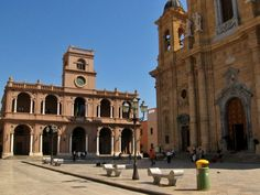 Marsala Town Square is the center of the activity of the town. The 17th century Cathedral of San Tomaso is an important highlight and contains several sculptures of note - Sicily, Italy