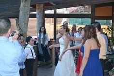 Laura bailando con sus invitados Backless, Formal Dresses, Fashion, Palaces, Dancing, Invitations, Elegant, Moda, Formal Gowns