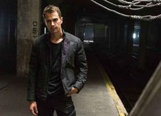 "29 Extremely Important Reasons To Go See ""Divergent"""