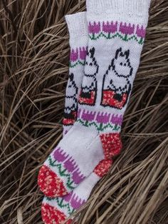 Moomin x Novita - Moominmamma's warm accessories Fair Isle Knitting, Knitting Socks, Baby Knitting, Tove Jansson, Dk Weight Yarn, Patterned Socks, Moomin, Cool Socks, Hobbies And Crafts