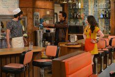 Diner moment ~ 2 Broke Girls ~ Episode Stills ~ Season 3, Episode 12 - And The French Kiss