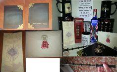 """Regalo especial """"Harry Potter"""". Incluye varita, carta de Hogwarts, mapa del merodeador, giratiempos, taza """"Avada Kedabra Bitch"""" y cuaderno scrapbooking de Tom Marvolo Riddle."""