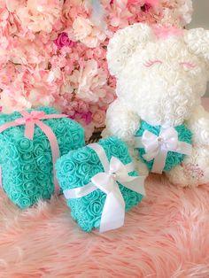 Valentine Gift Baskets, Birthday Gift Baskets, Tiffany Rose, Valentines Flowers, Valentines Diy, Diy Christmas Gifts, Holiday Crafts, Light Bulb Crafts, Teddy Bear Gifts