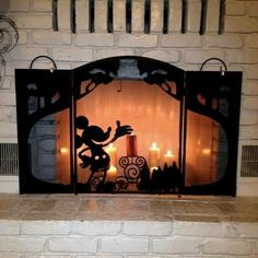 Tons of photos for more Mickey Mouse decorating on a Cheapskate Princess budget! disney home decor Mickey Mouse Decorating on a Cheapskate Princess Budget Casa Disney, Disney Diy, Disney Crafts, Disney Dream, Disney Style, Disney Nerd, Princess Disney, Mickey House, Mickey Minnie Mouse