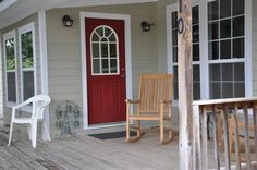 4 Bedrooms (3 Kings, 1 Queens) 3 Full Bathrooms Wood Floors Large Front Deck Fully Equipped Kitchen Microwave Refrigerator/Freezer Dish Washer Toaster 12 Cup Coffee Pot Electric Stove/Oven Dining Table seats 6 Flat Screen TV Basic Cable Internet Screened-In Back Porch Washer/Dryer Pricing The Hideaway (4 Bedroom/3 Bathroom): $250 per night for up to 8Read more