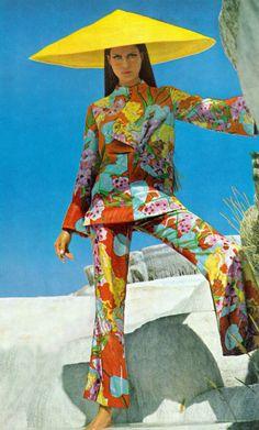 Vogue dec 1966 Editha Dussler, Antonia and Sveva by Henry Clarke Mod Fashion, Asian Fashion, Sixties Fashion, Street Fashion, Fashion Prints, Fashion Week, Vintage Fashion, Vintage Outfits, Fashion Models