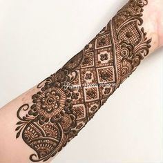 """4,484 Likes, 30 Comments - Henna Mehndi Studio (@lal_hatheli_products) on Instagram: """"#lal_hatheli Put a grain of boldness in to everything you do #Repost @nawal_alzdjali #mehndi…"""""""