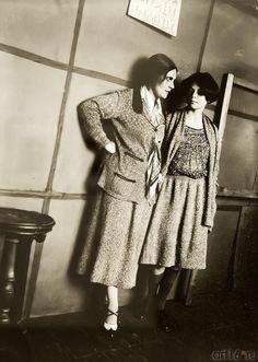 A picture of Lilya Brik and Luella Krasnoshchekova by Alexander Rodchenko, 1924