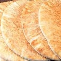 aprenda fazer pao pita#(pao sirio)em casa de modo façil e rapido. INGREDIENTES -1kg de farinha de trigo -40g de fermento biológico -...