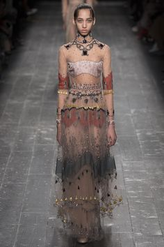 Valentino Fall 2016 Ready-to-Wear Fashion Show