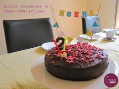 Foodblogswap: Duivelse chocoladetaart met yoghurt-frambozenvulling - http://www.mytaste.be/r/foodblogswap-duivelse-chocoladetaart-met-yoghurt-frambozenvulling-14639607.html