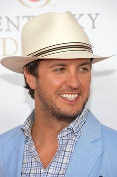 Omg. Luke Bryan in his Kentucky derby outfit.