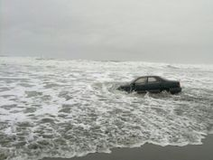 what is with people driving their cars the wrong places lately? Black Lexus in the surf at Ocean Beach (pic by SFist Ced). Story Inspiration, Writing Inspiration, Character Inspiration, Dennis Reynolds, Skins Uk, Achievement Hunter, Sunny In Philadelphia, It's Always Sunny, Six Feet Under