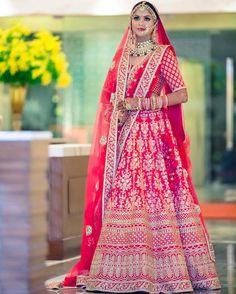 Sabyasachi bridal anarkali dresses 33 ideas for 2019 Indian Bridal Outfits, Indian Bridal Wear, Indian Dresses, Indian Wear, Indian Style, Indian Attire, Sabyasachi Lehenga Bridal, Indian Bridal Lehenga, Gold Lehenga