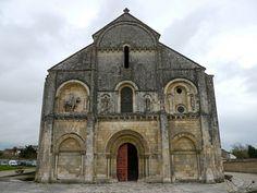 Châteauneuf-sur-Charente, Charente: église Saint-Pierre