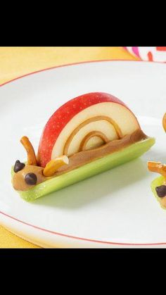 Healthy snacks can be fun snacks too! Find out how to make these super cute Peanut Butter Snails for a snack that will make even the toughest critic smile. Get all the ingredients for adorable kids snacks. Cute Snacks, Healthy Snacks For Kids, Creative Snacks, Fruit Snacks, Fun Food For Kids, Kids Food Crafts, Fun Fruit, Healthy Meals, Creative Ideas