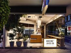 Melbourne based architect and Interior designer, Travis Walton was commissioned by the latest designer juice company to hit the scene, Greene Street Juice Company in Prahran, Melbourne