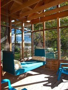 Glass enclosed porch with blue hammock daybed and colorful bolster pillows next to coordinating blue patio furniture. Beyond cute sunroom design! (cute room ideas with daybeds) Outdoor Rooms, Outdoor Living, Outdoor Decor, Indoor Outdoor, Outdoor Photos, Indoor Swing, Indoor Hammock, Outdoor Daybed, Gazebo