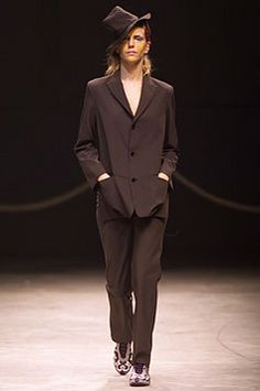 Yohji Yamamoto - Spring 2002 Ready-to-Wear - Look 18 of 53