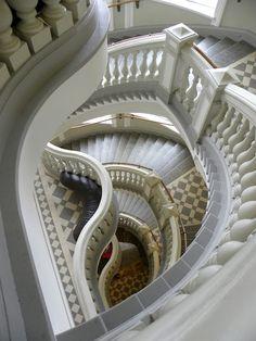 自然史博物館の階段の造形美 -フィンランド旅行へ!ヘルシンキ 観光の参考まとめです。