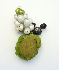 Terhi Tolvanen Bouquet Perles 2012. Brooch height 7 cm. Pearls, reconstructed jade, prehnite, silver, cement.
