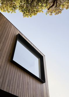 Gallery of Loft House / Tom Robertson Architects - 20 Image 20 of 23 from gallery of Loft House / Tom Robertson Architects. Photograph by Lillie Thompson House Cladding, Timber Cladding, Exterior Cladding, Facade House, Exterior Windows, Casa Loft, Loft House, Facade Design, House Design