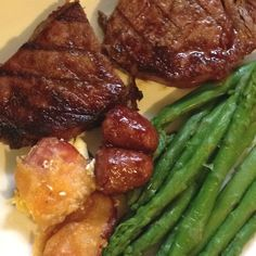No carb meal, steak, asparagus and jalapeño poppers. Yum