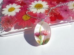 Annys workshop, Resin Necklace. Resin Jewelry with Pressed Flowers.Handmade Resin Jewelry, Pink flower necklace