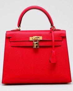 birkin - hermes - bag - bolso - fashion - moda - glamour ~ ღ ~ Skuwandi Burberry Handbags, Chanel Handbags, Purses And Handbags, Ladies Handbags, Replica Handbags, Designer Handbags, Hermes Bags, Mk Bags, Hermes Birkin