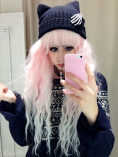 This probably suits my Pastel Goth board better (you can also find this pin there), but I had to add it here because of the wig. Art Pastel, Pastel Punk, Pastel Goth Fashion, Pastel Grunge, Kawaii Fashion, Pastel Goth Hair, Pastel Goth Makeup, Pastel Wig, Grunge Goth